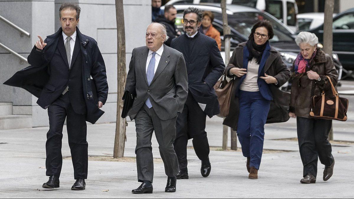 Jordi Pujol y Marta Ferrusola a su llegada a la Audiencia Nacional. (Foto: EFE)