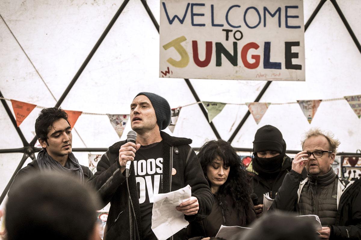 Jude Law en Calais. (Foto: AFP)