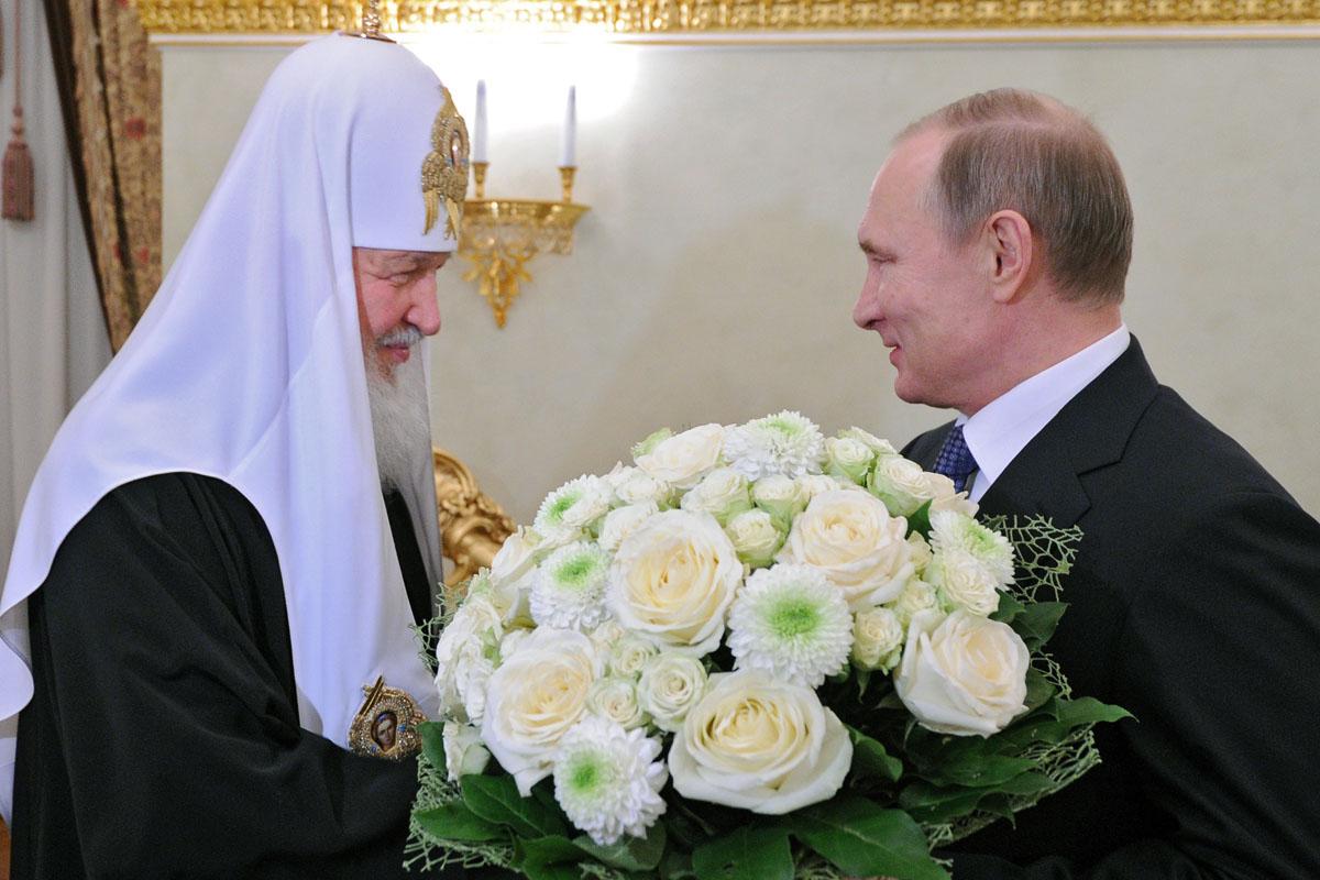 El Patriarca Kirill con Vladimir Putin. (Foto: AFP)
