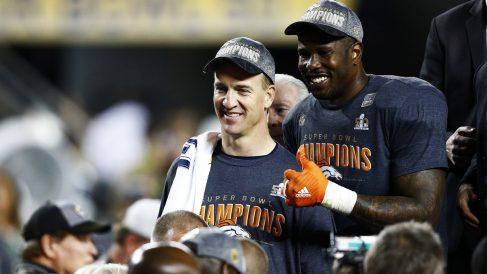 Peyton Manning junto al MVP, Von Miller (Getty)