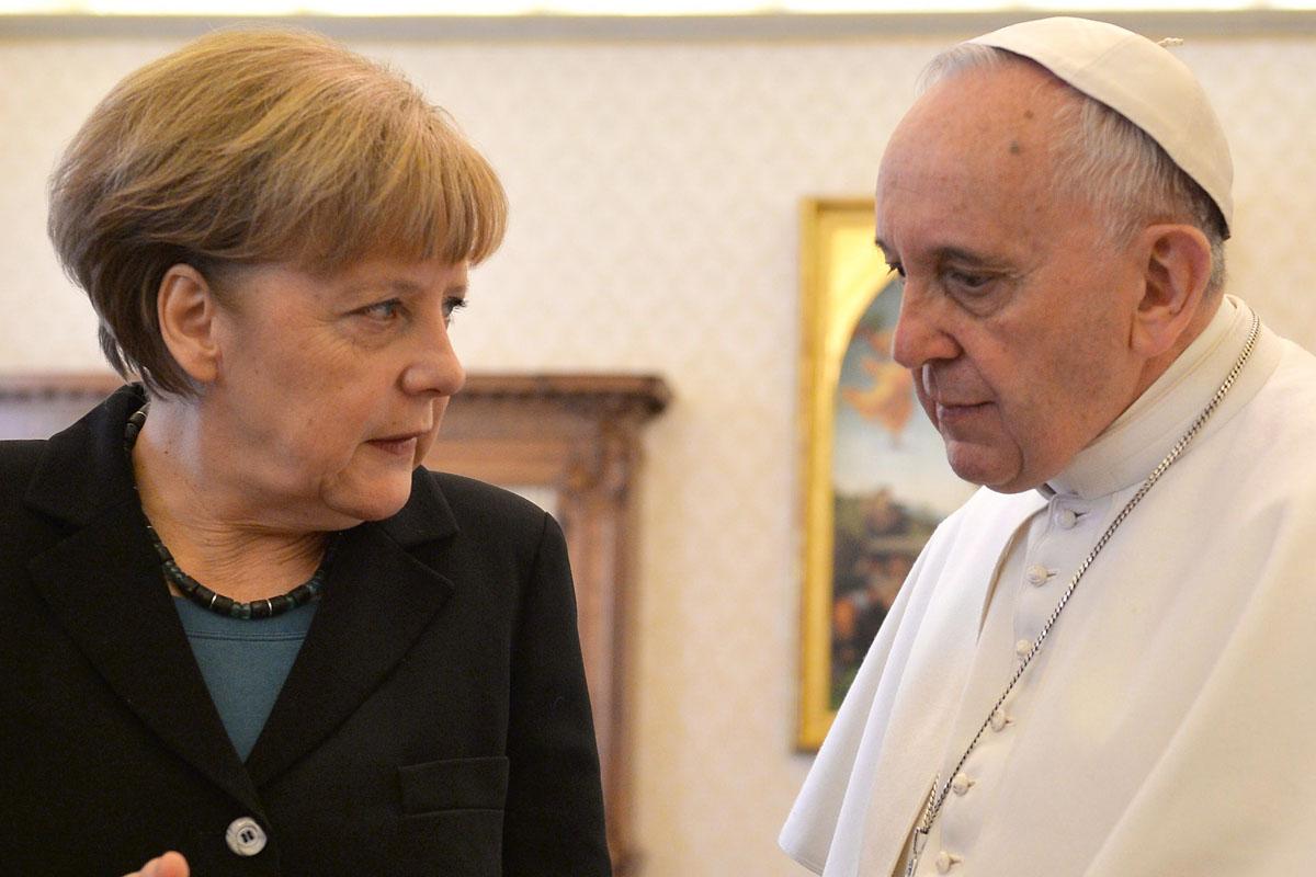 Merkel y el Papa en febrero de 2015. (Foto: AFP)