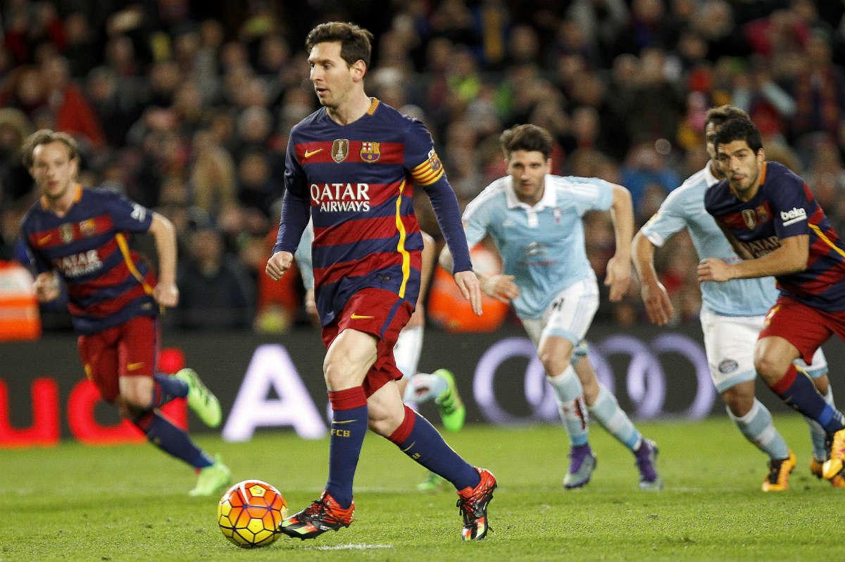 Messi emuló a Johan Cruyff. (EFE)
