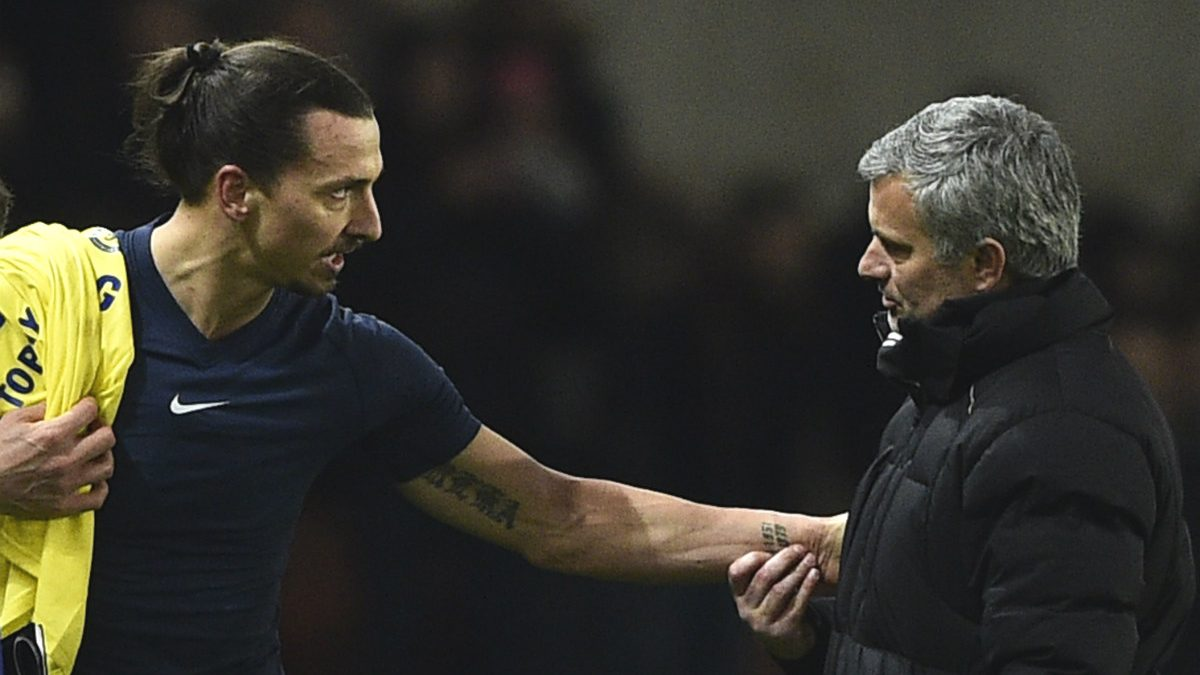 Mourinho se saluda con Ibrahimovic la pasada temporada. (AFP)