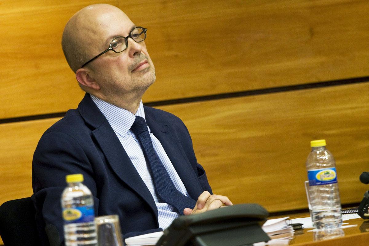 El ex director de RTVCM Ignacio Villa durante su comparencia para dar explicaciones sobre su gestión. (Foto: EFE)