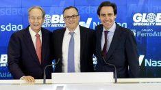 Javier López Madrid (a la derecha) junto a Alan Kastenbaum, presidente de Ferroglobe; y Juan Miguel Villar Mir.