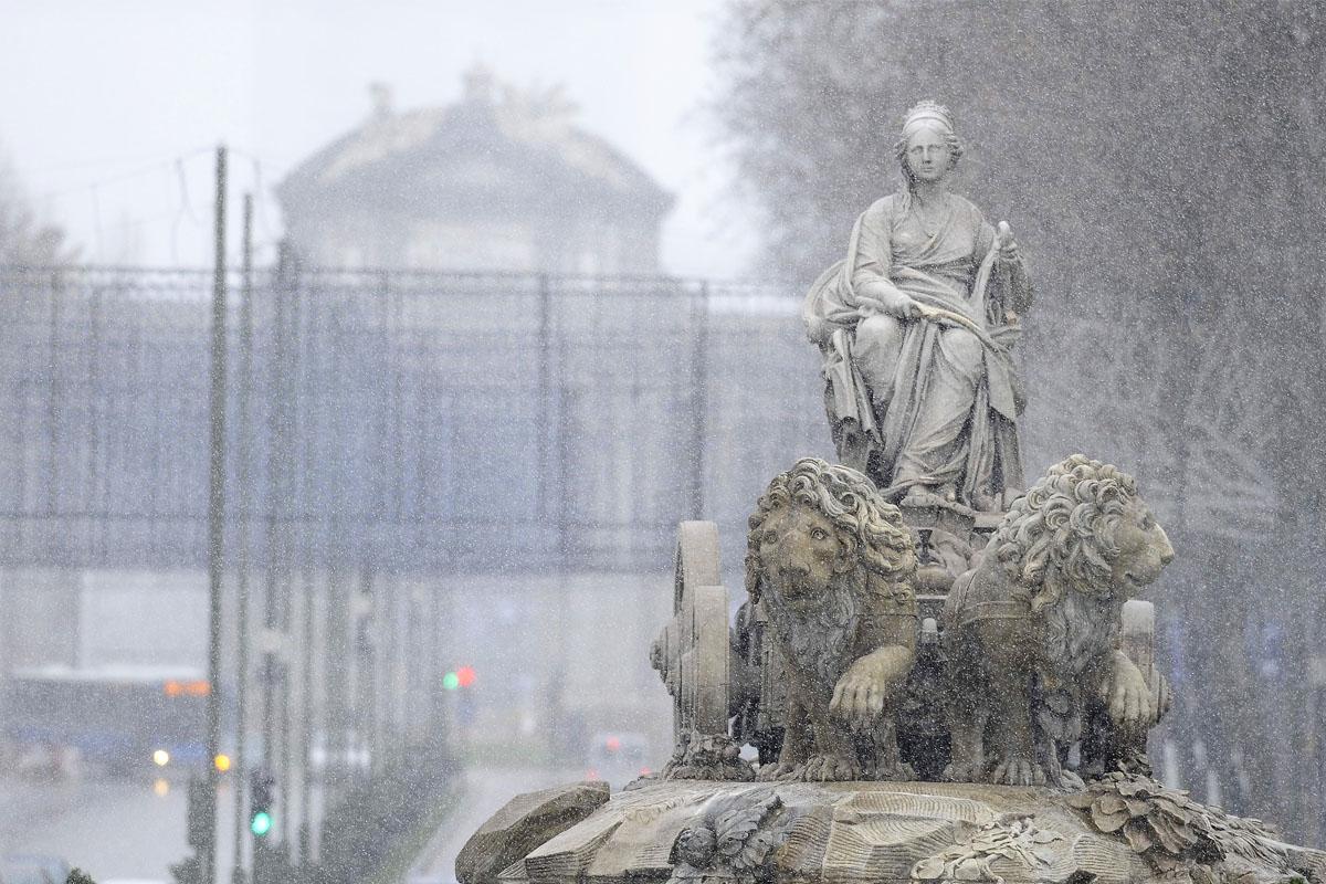 Una de las últimas nevadas sobre Madrid. (Foto: AFP)