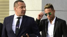 Neymar y su padre. (AFP)