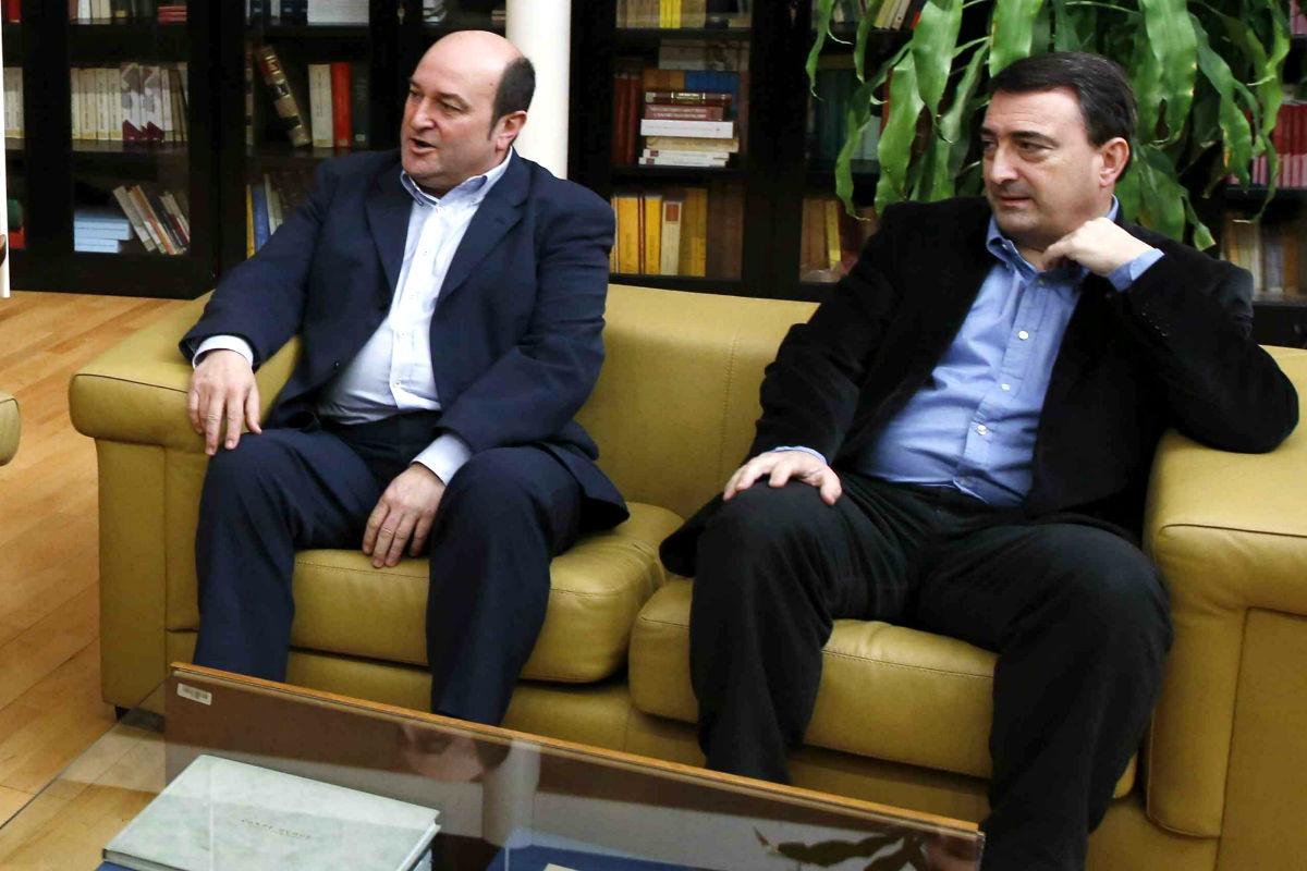 Los dirigentes del PNV Andoni Ortuzar y Aitor Esteban  (Foto: Efe).