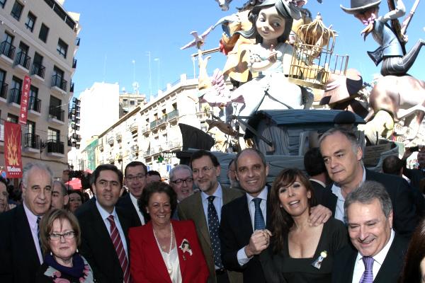 Rita Barberá acompañada por Mariano Rajoy, Francisco Camps, Alicia Camacho, González Pons y Alfonso Rus, entre otros. (Foto: Flickr Partido Popular)