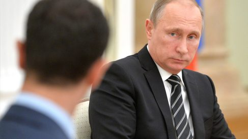 Vladimir Putin y Bashar Al Assad reunidos en Moscú. (Foto: AFP)