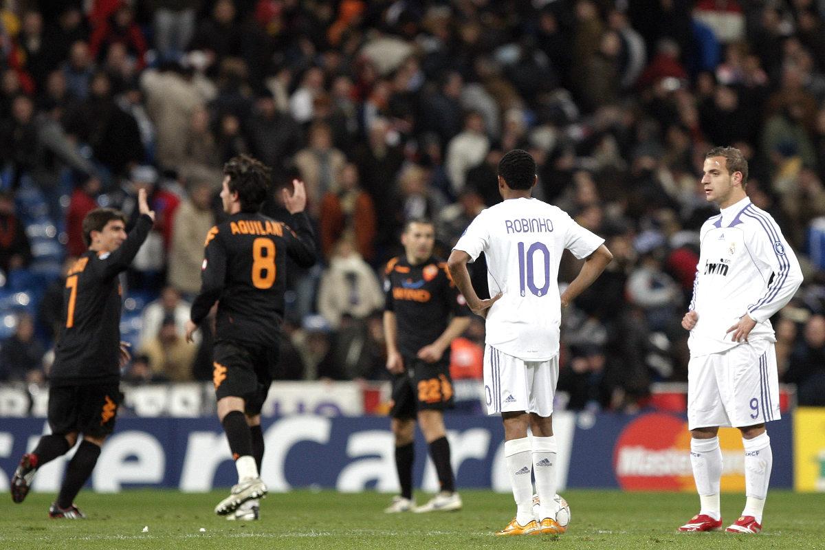 Los jugadores de la Roma celebran el gol el pase a cuartos, tras eliminar al Madrid en 2008. (Getty)