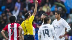 Varane fue expulsado por doble amarilla ante el Athletic. (Getty)