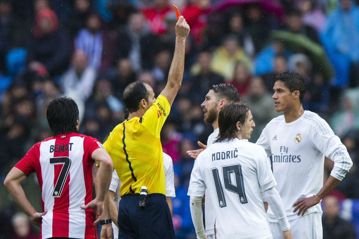 Varane fue expulsado por doble amarilla ante el Athletic. (Getty)