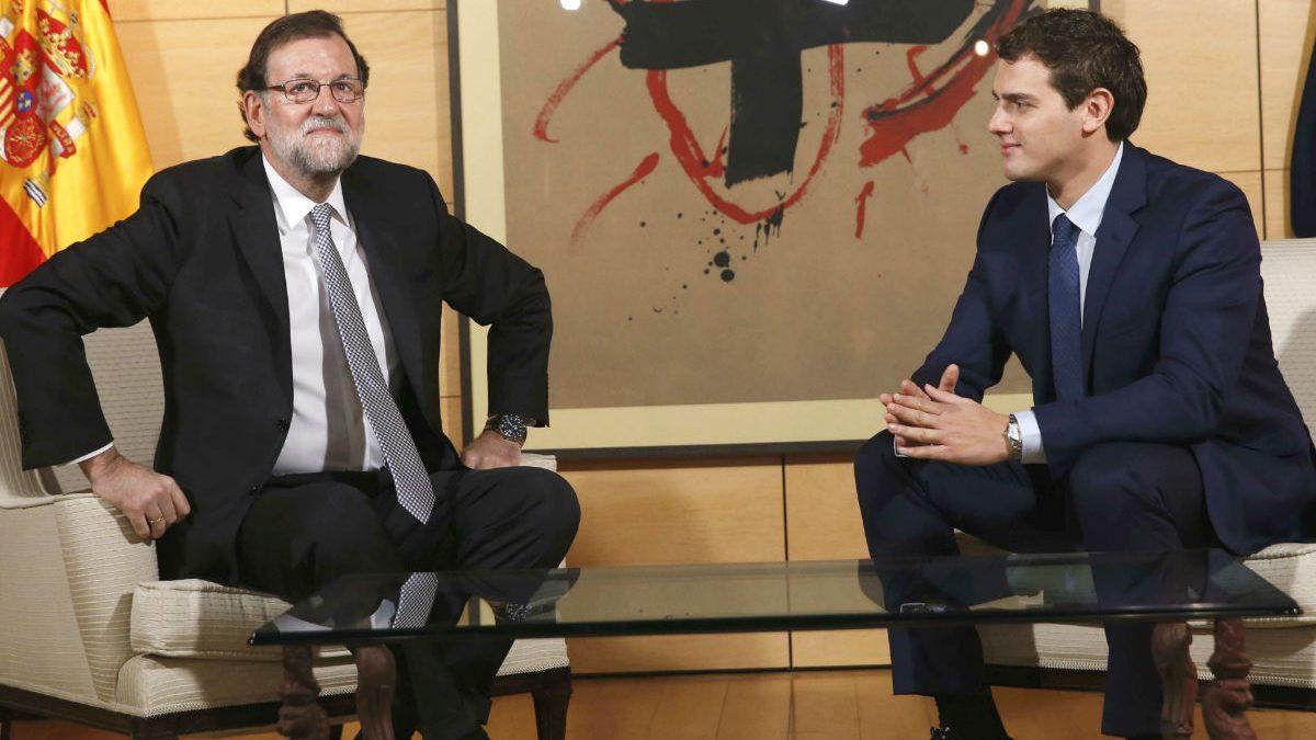 El presidente del Gobierno en funciones, Mariano Rajoy, y el líder de Ciudadanos Albert Rivera. (Foto: EFE)