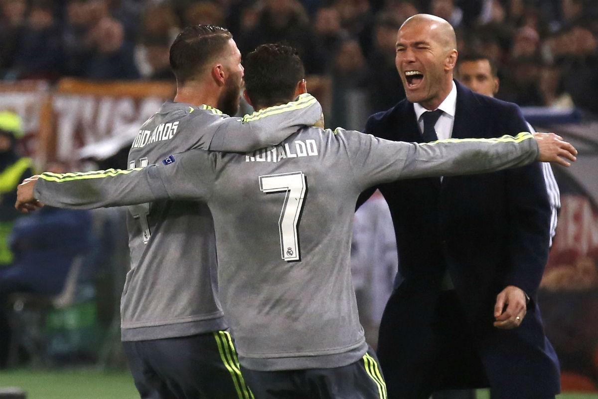Ramos y Cristiano celebran el gol con Zidane. (Reuters)
