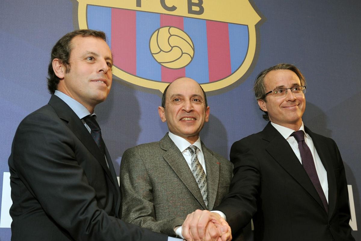 Rosell y Faus, junto al CEO de Qatar Airways. (AFP)