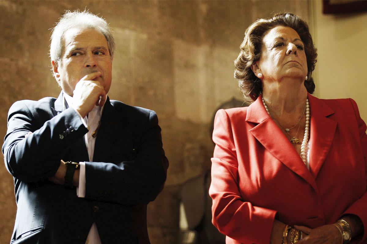 El expresidente de la Diputación de Valencia, Alfonso Rus, junto a la exalcaldesa de Valencia, Rita Barberá. (Foto: EFE)