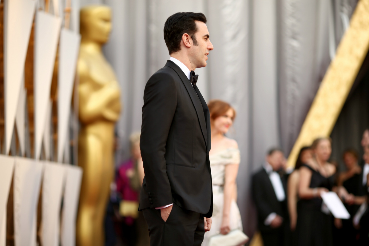 Sacha Baron Cohen, famoso por sus interpretaciones un tanto polémicas, participó en la gala con su personaje Ali G. (Foto: AFP)