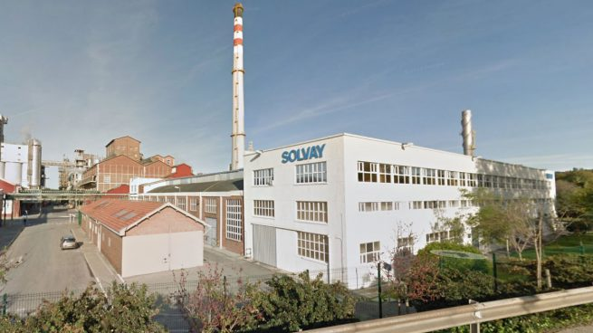 La mudanza de Solvay convierte a Cantabria en la máxima beneficiaria de la fuga de empresas de Cataluña