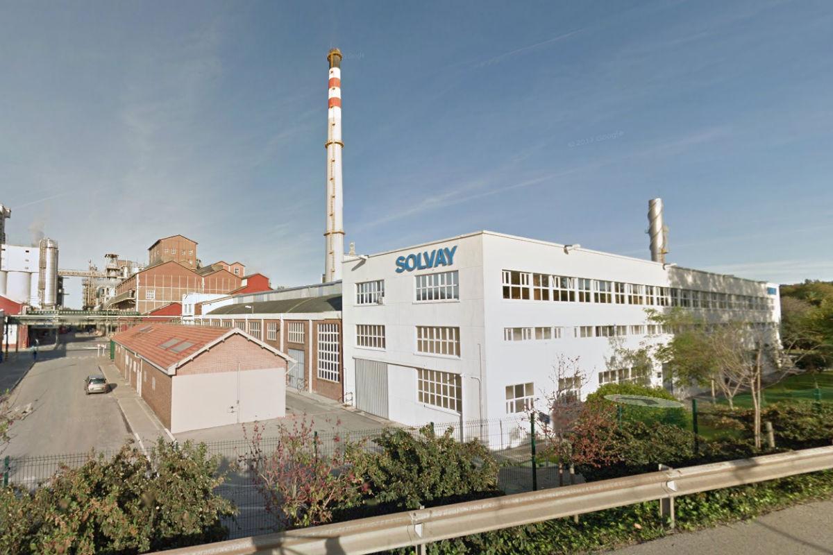 Instalaciones de Solvay en Torrelavega (Foto: GOOGLE STREET  VIEW).