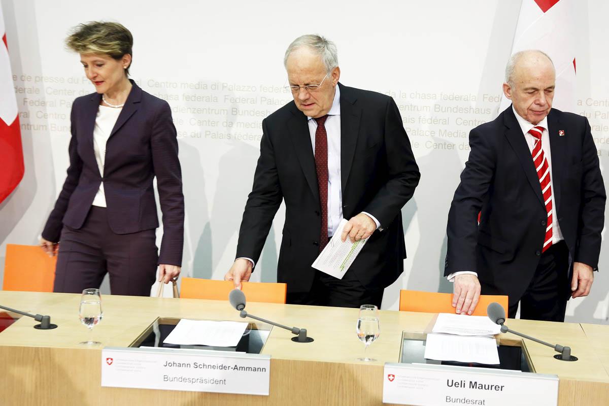 La ministra de Justicia Sommaruga y el presidente suizo (centro) Schneider-Amann (Foto: Reuters)