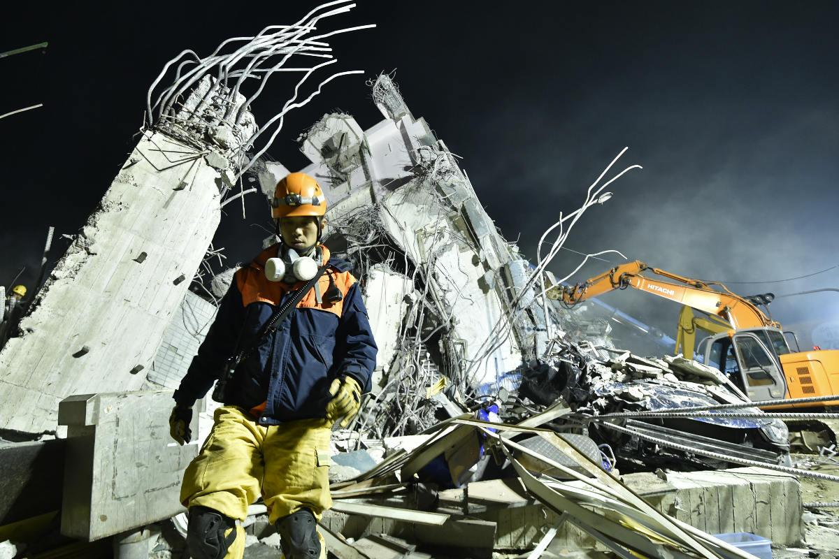 Varias zonas residenciales con rascacielos han quedado reducidas a escombros. (AFP)