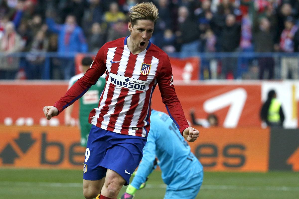 Torres celebra su gol 100 con el Atlético. (Reuters)