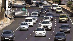 Tráfico en la ciudad. (Foto: EFE)