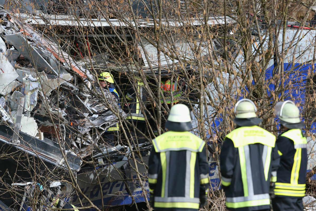 Equipos de rescate en el lugar del accidente de los trenes del pasado martes. (Foto: Getty)