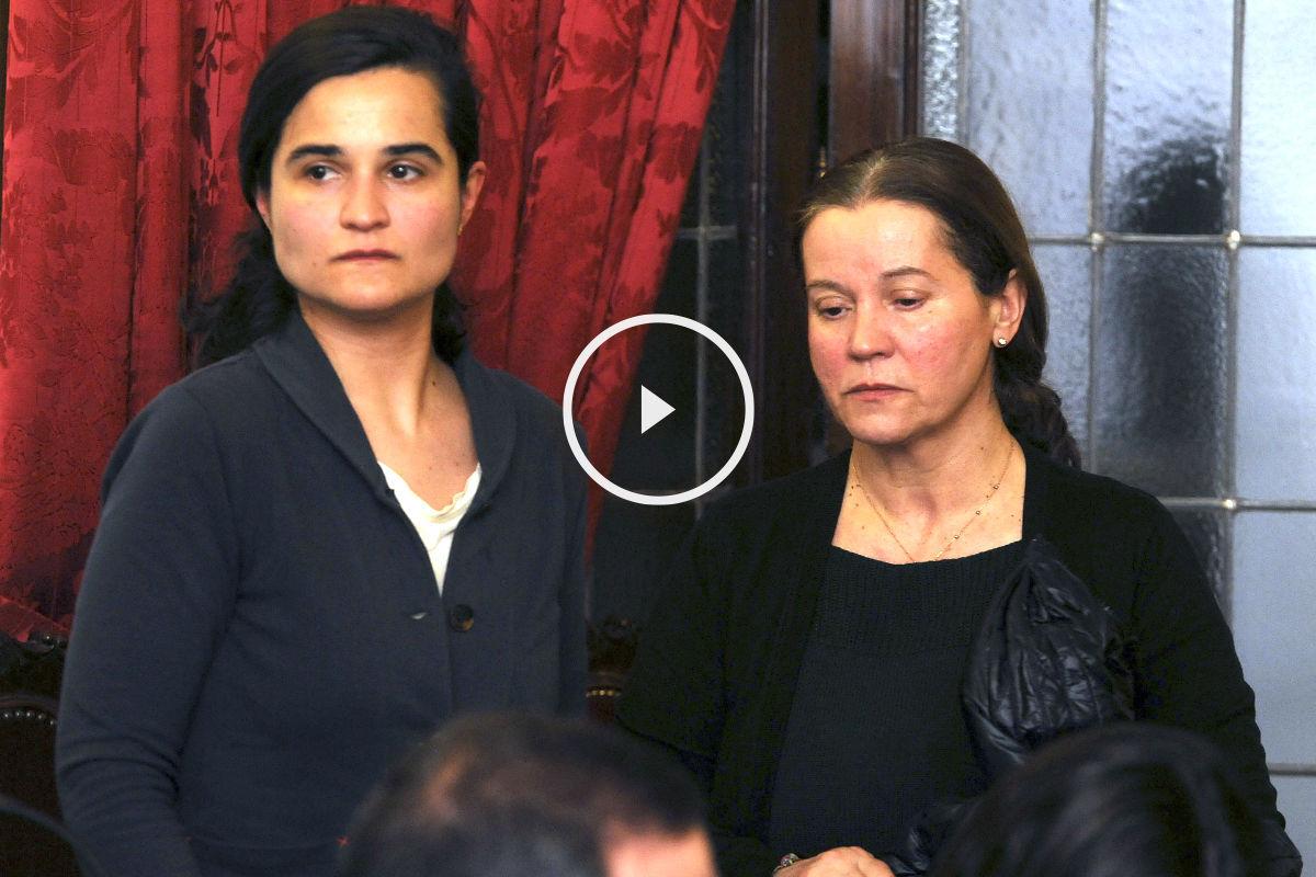 Triana Martínez y su madre Montserrat González (Foto: Efe).