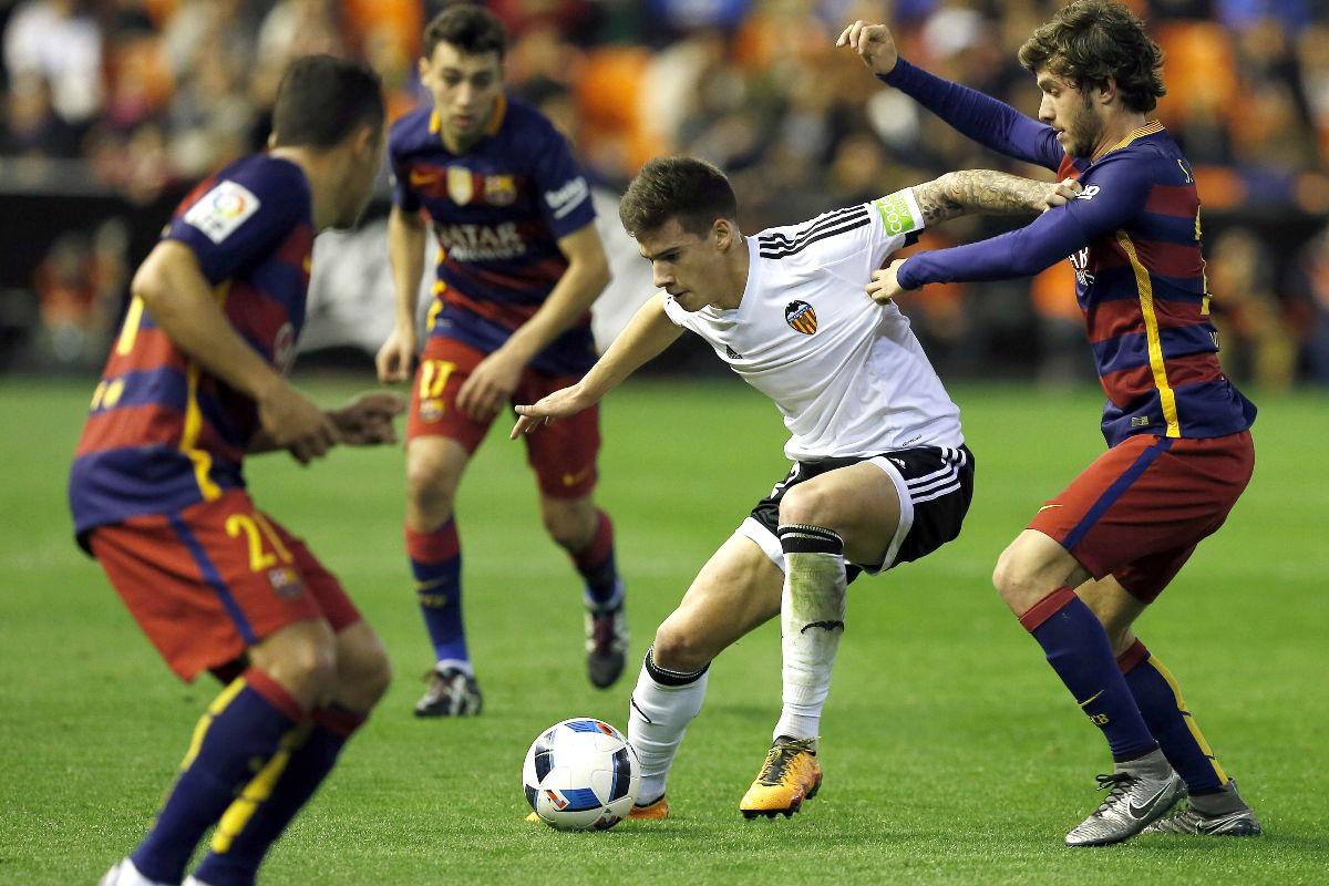 Santi Mina durante el Barcelona-Valencia de la pasada temporada. (EFE)