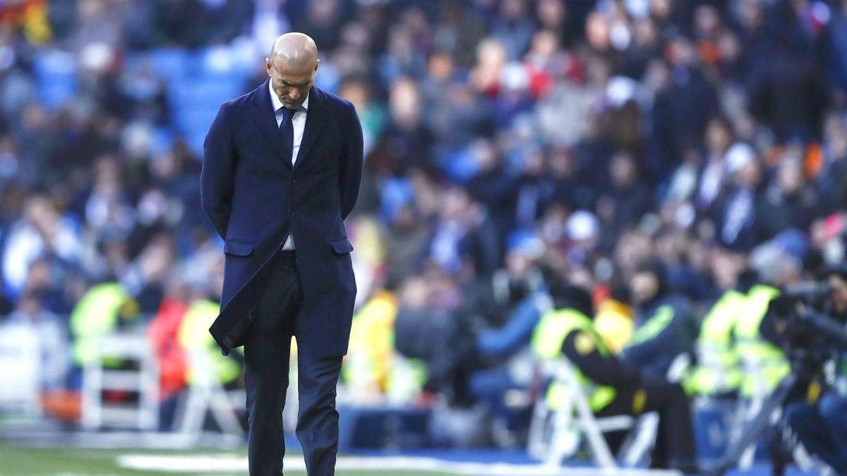 Zidane, cabizbajo durante el derbi del Bernabéu. (Getty)