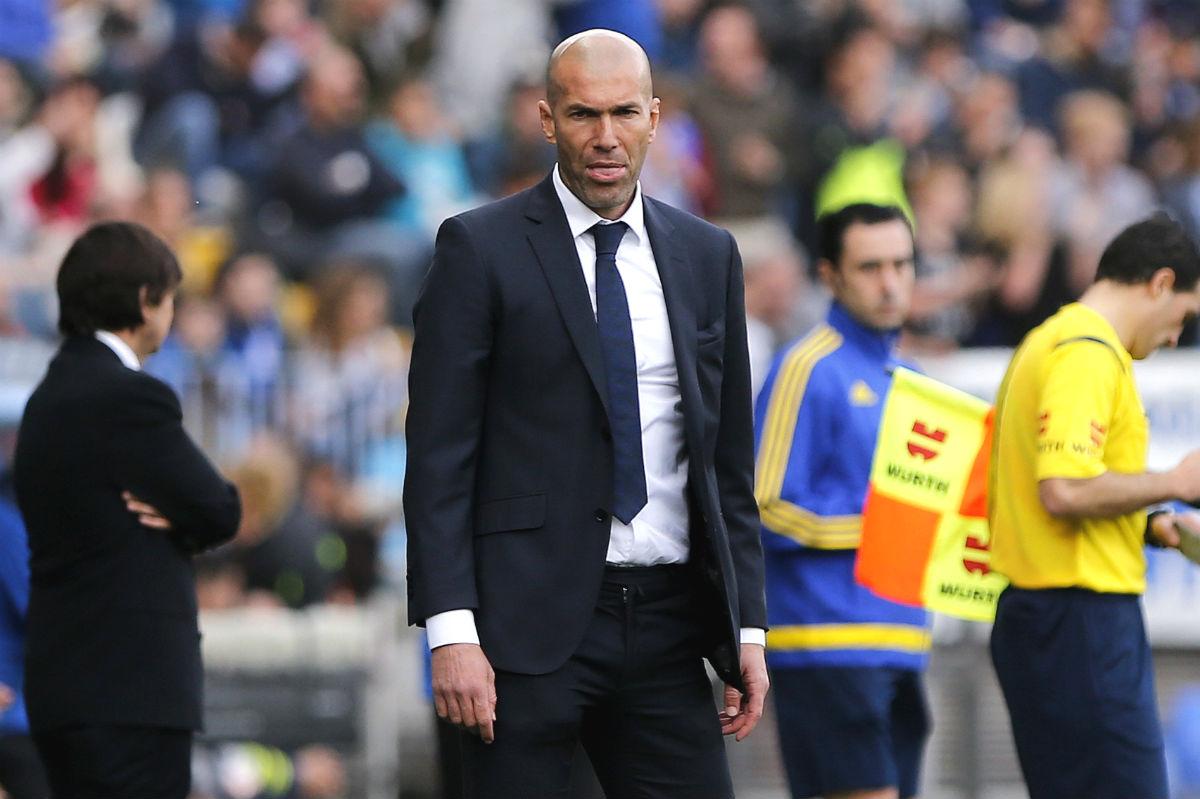 Zinedine Zidane, en el partido de La Rosaleda. (EFE)