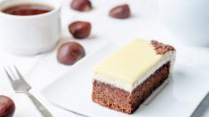 Receta de Brownie de chocolate blanco con frosting de queso