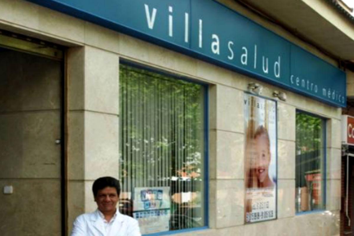 Imagen del doctor Rafael Gómez y Blasco en el centro médico Villasalud.