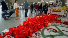 Atocha se llenó de velas en recuerdo de las víctimas. (Foto: AFP)