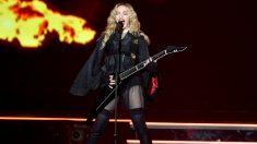 La cantante americana en una de sus actuaciones durante su gira Rebel Heart. (Getty)