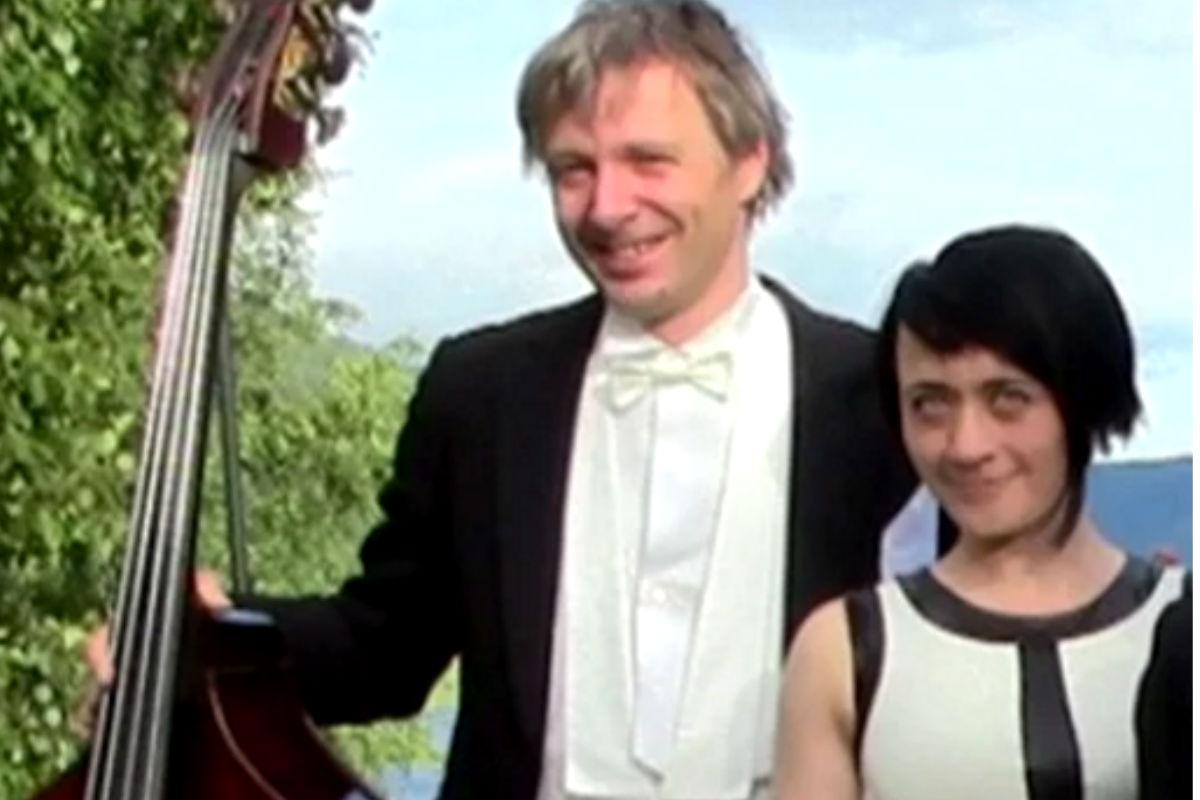 Imagen de la pareja de músicos antes de que él la matase por estar celoso de su éxito.