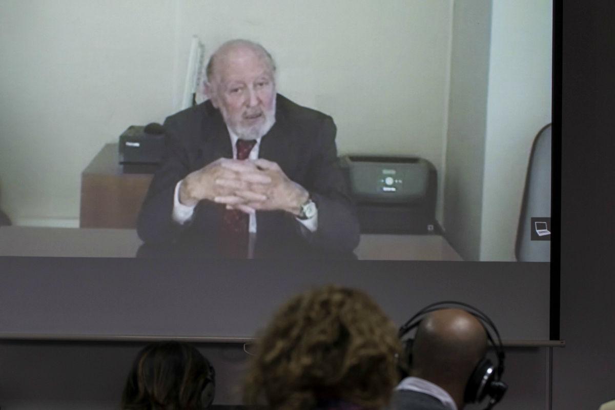 Imagen de la video conferencia de Alberto Aza para el caso Urdangarin. (Efe)
