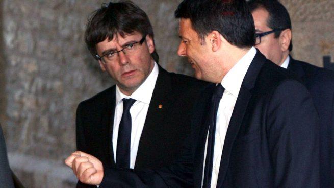 Puigdemont hace política con las víctimas del autocar y falsea sus repatriaciones