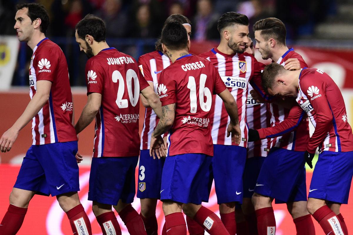 Los jugadores del Atlético celebran un gol contra el Deportivo. (AFP)