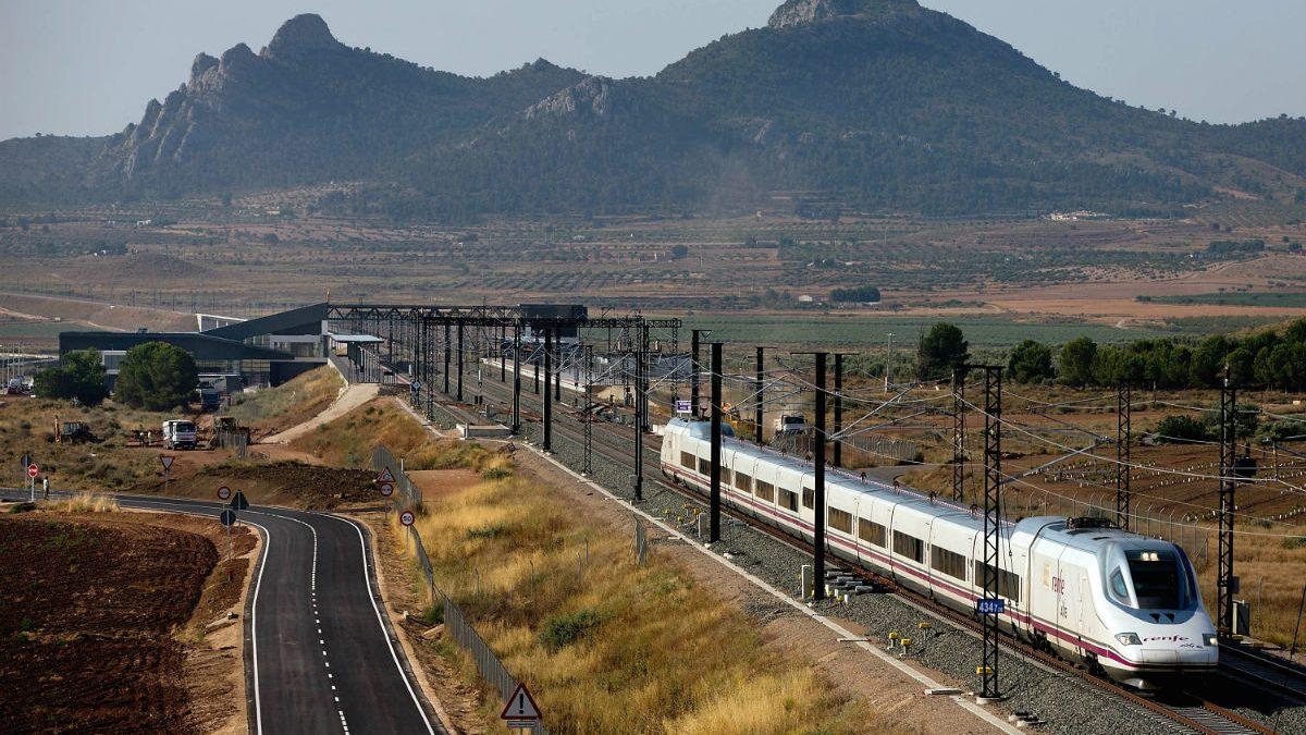Línea de AVE (Foto: GETTY).