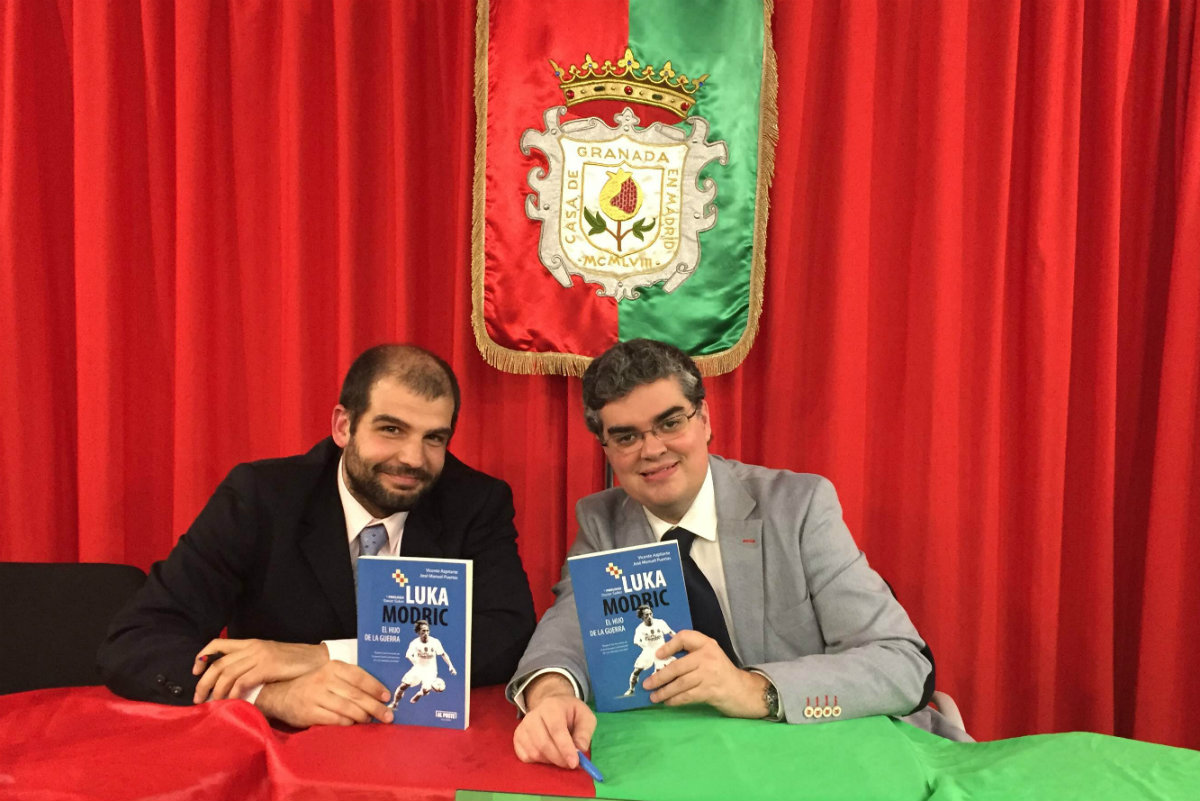 José Manuel Puertas y Vicente Azpitarte presentan el libro de Luka Modric.
