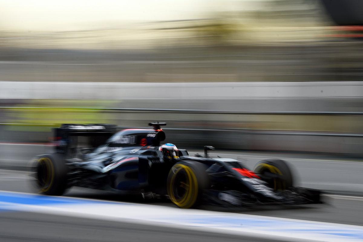 Fernando Alonso en el tercer día de test en Barcelona (Getty)