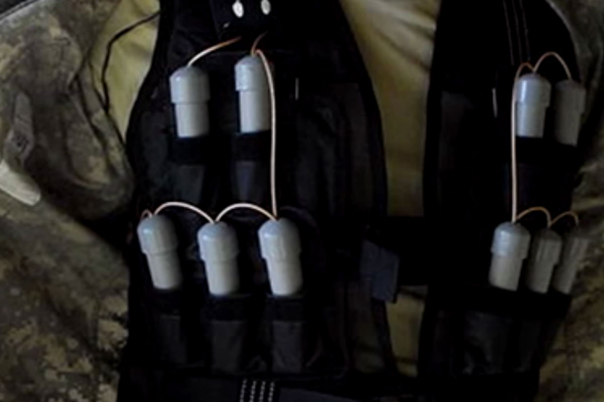 Imagen de un chaleco con el explosivo La madre de Satán, el preferido de los yihadistas.