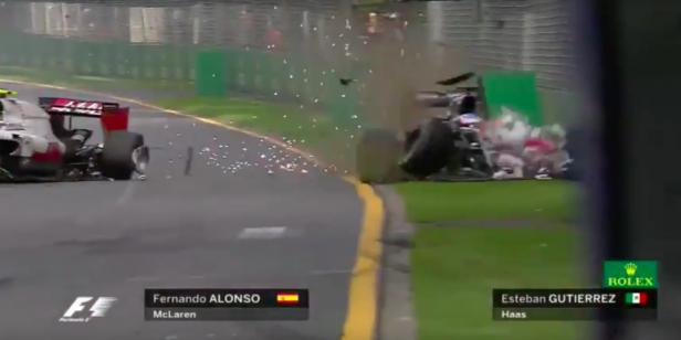 Alonso perdió el control y chocó con el muro.