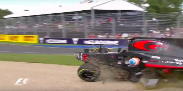 El coche de Alonso empezó a dar vueltas de campana.