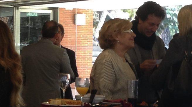 Carmena pasa de la PAH y se va 'de copas' con los embajadores