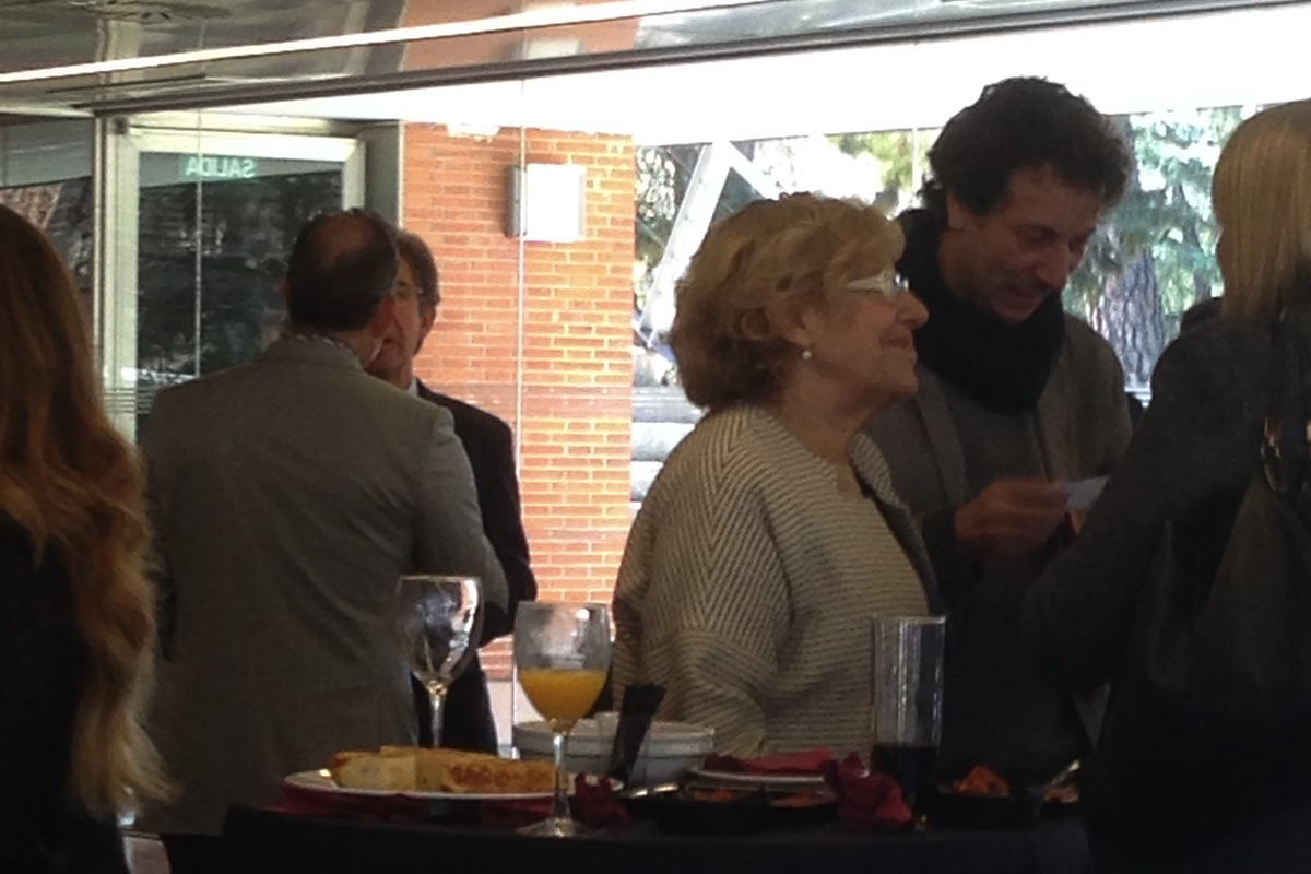 La alcaldesa negociando por el Feria Internacional de las Culturas. (Foto: OKDIARIO)
