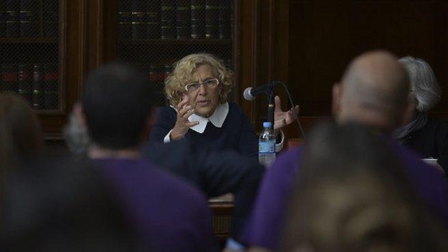 """Carmena paga a profesores 7€ brutos la hora: """"Si consideras el salario indigno no te inscribas"""""""